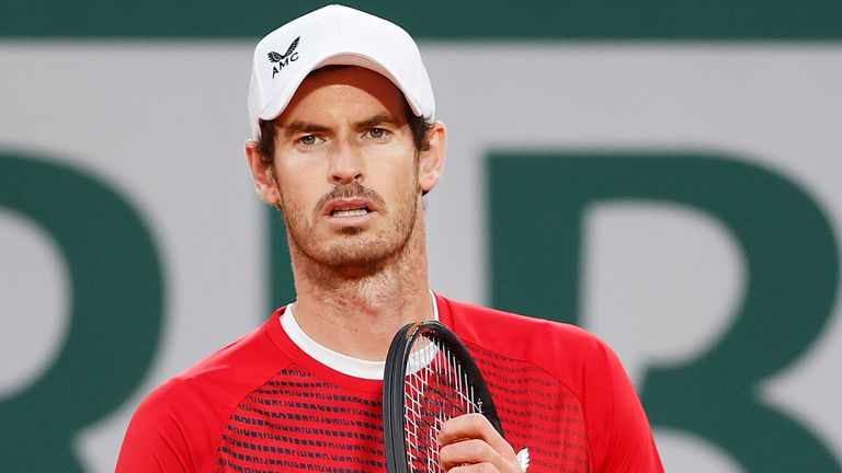 Andy Murray looked a shadow of his former self against Stan Wawrinka at Roland Garros