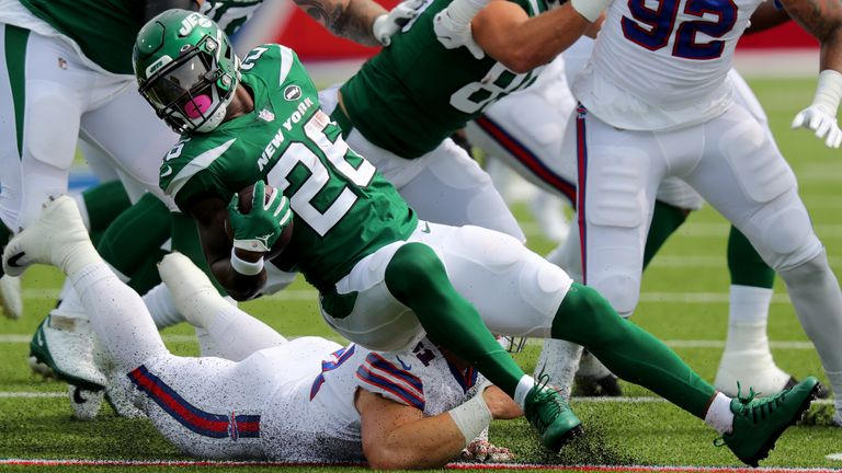 Jets running back Le'Veon Bell aggrivated a hamstring injury in their season-opening loss to the Bills