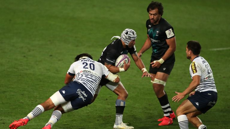Siale Piutau on the attack for the Bears