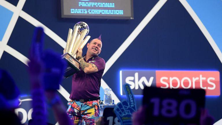 Peter Wright won zijn eerste wereldtitel door Michael van Gerwen te verslaan en daarmee de Sid Waddell Trophy te winnen