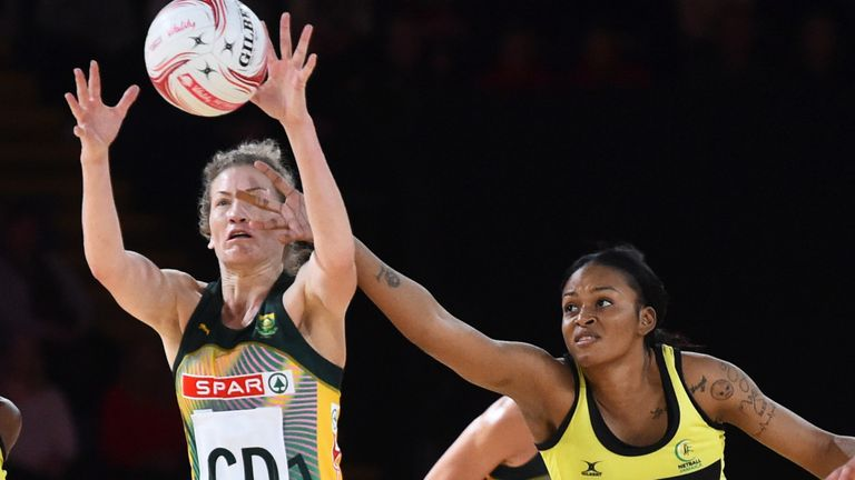 Gezelle Allison (R) will join Wasps Netball's attacking line-up for the 2021 season