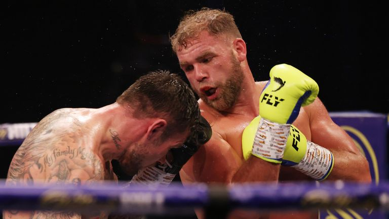 Saunders sealed an emphatic points win in the later rounds