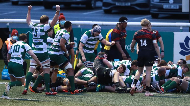 Ealing celebrate one of Alun Walker's tries against Saracens