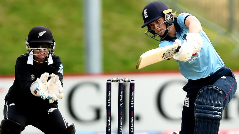 Amy Jones hit eight fours in a breezy innings as she passed 1,000 runs in ODI cricket