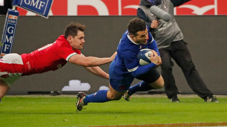 France kept their title hopes alive with a dramatic win over Wales