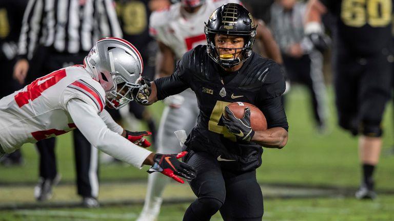 Moore escapes Ohio State cornerback Shaun Wade (Photo by Zach Bolinger/Icon Sportswire via AP)