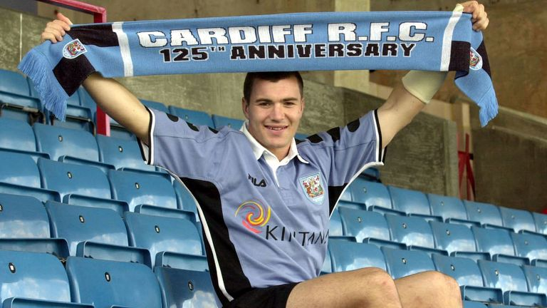 Iestyn Harris moved to rugby union with Cardiff in 2001