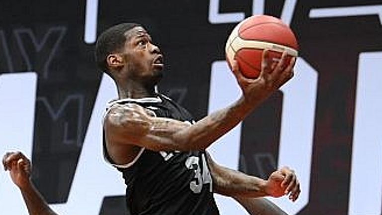DeAndre Liggins rises to the basket against the Raiders. Image: BBL