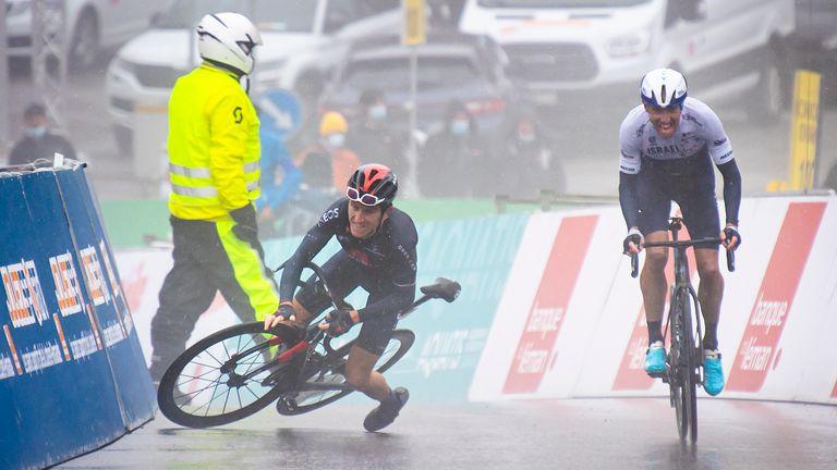 Thomas falls as stage four winner Michael Woods crosses the finish line (pic: KEYSTONE/Jean-Christophe Bott)