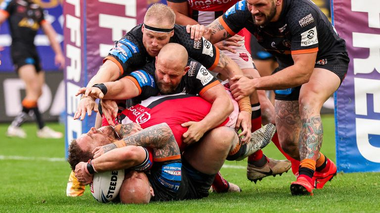 Lee Mossop contorted himself over to score a last-minute try for Salford and take the tie to extra time