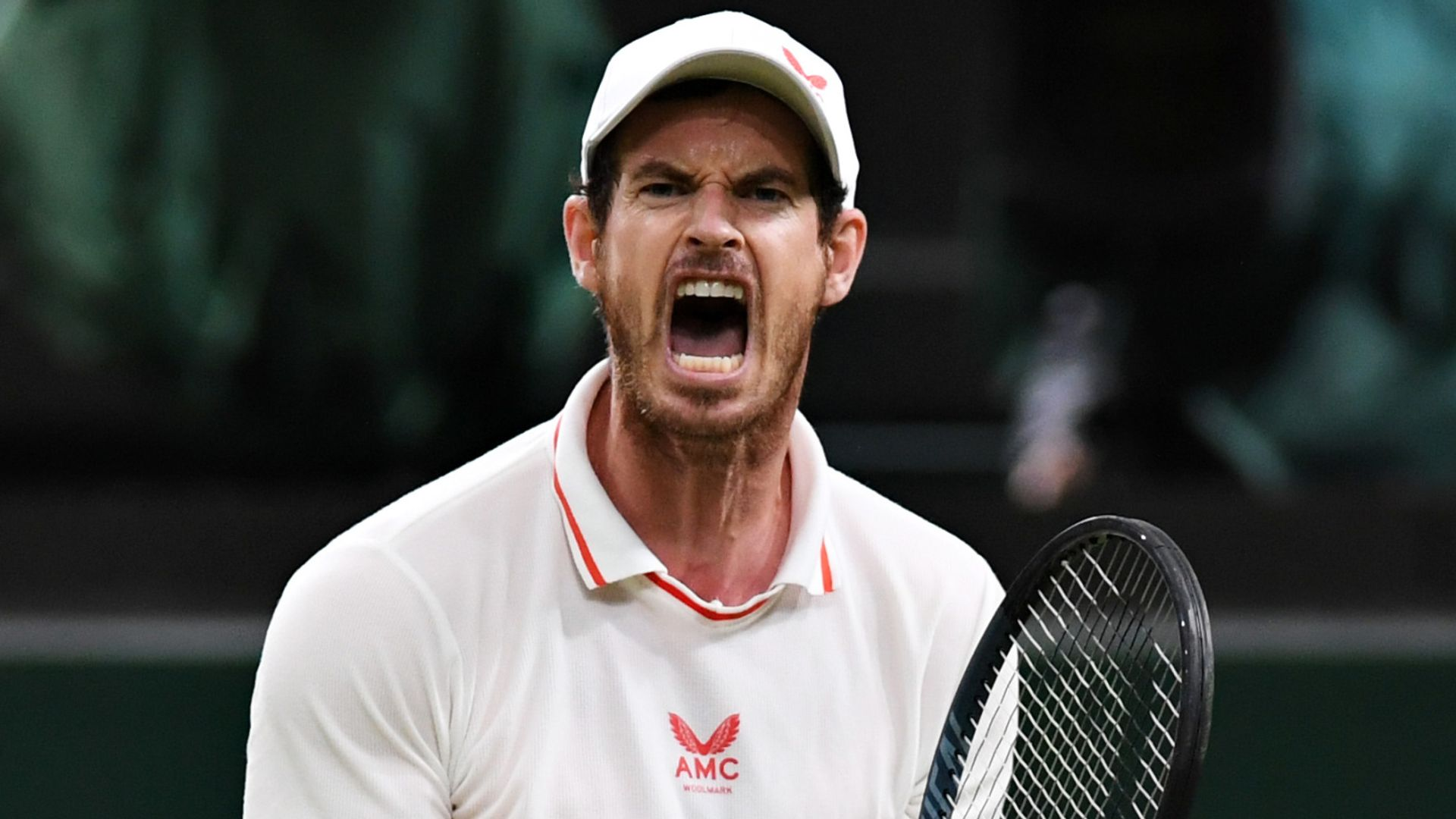 Murray continues Wimbledon run with vintage comeback