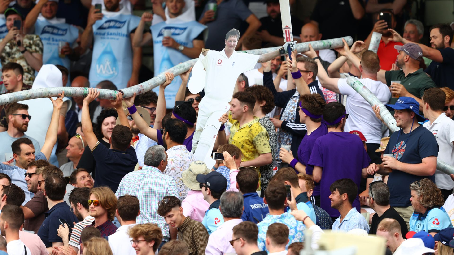 'Hollies Stand crowd might be best in world cricket'