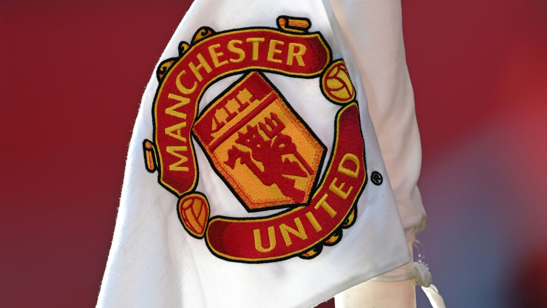 Man Utd defend decision to fly to Leicester