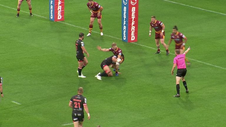 Highlights from the Super League clash between Huddersfield Giants and Salford Red Devils