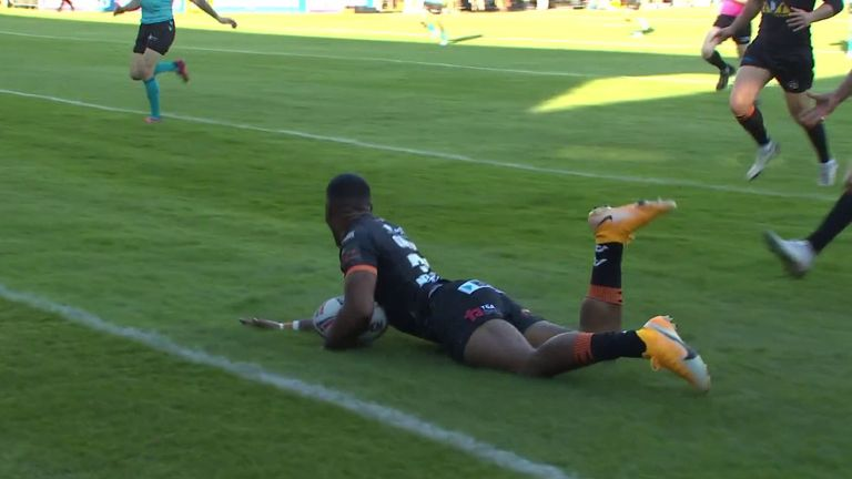 Jason Qareqare scores an unbelievable try on debut for Castleford Tigers with his first touch against Hull FC.