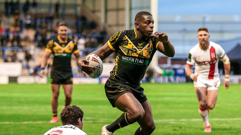 Jermaine McGillvary runs in for a try.