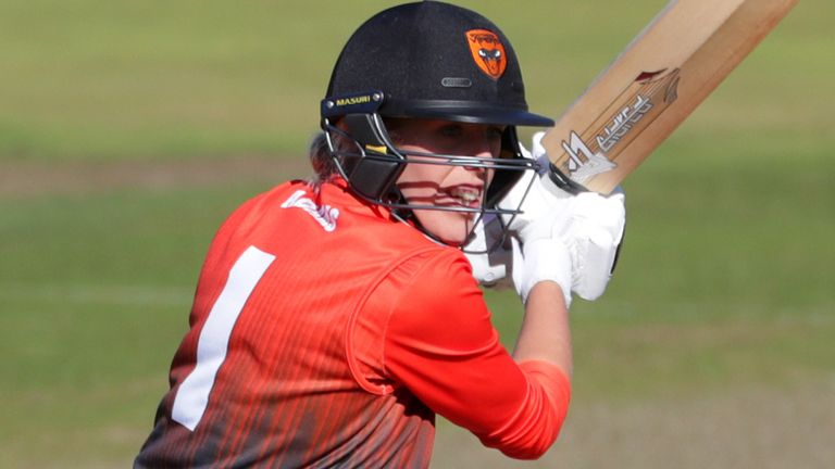 Georgia Adams made an unbeaten 88 for the Vipers, albeit in a losing cause