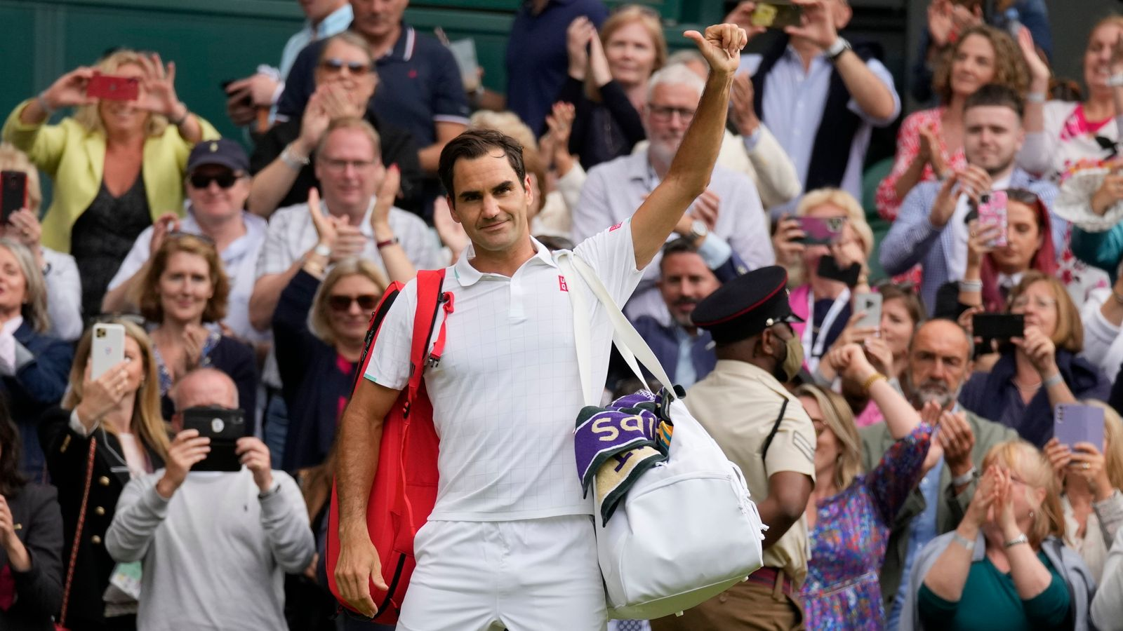 Roger Federer 'feeling strong' as he recovers from latest knee surgery