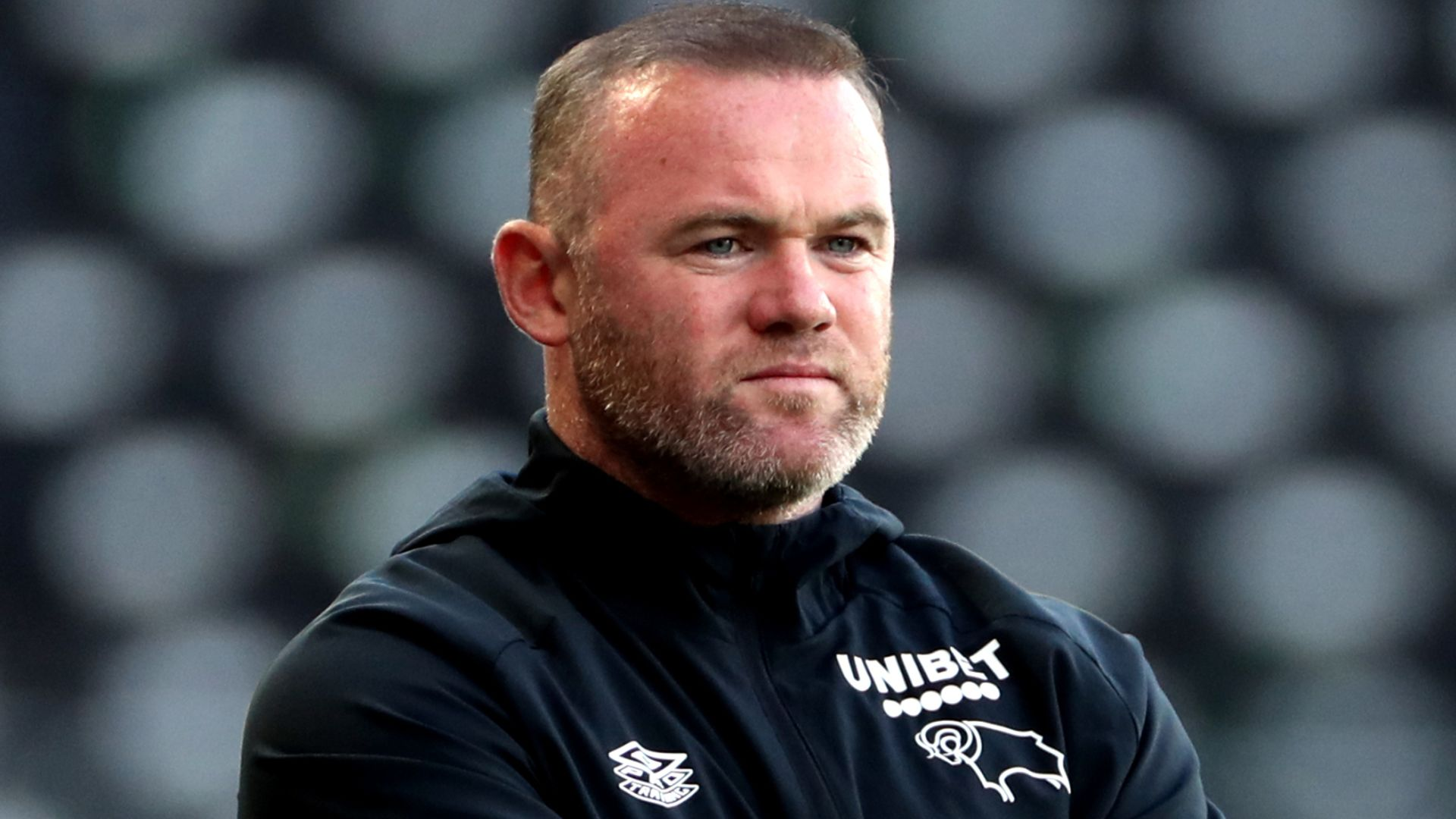 Rooney apologises to family over online images