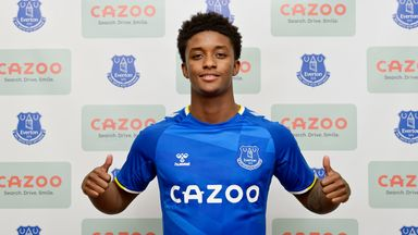 Demarai Gray has signed a three-year contract with Everton