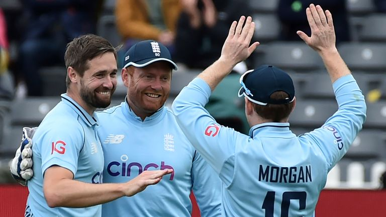 Chris Woakes took two wickets in the powerplay as Sri Lanka slipped to 42-4