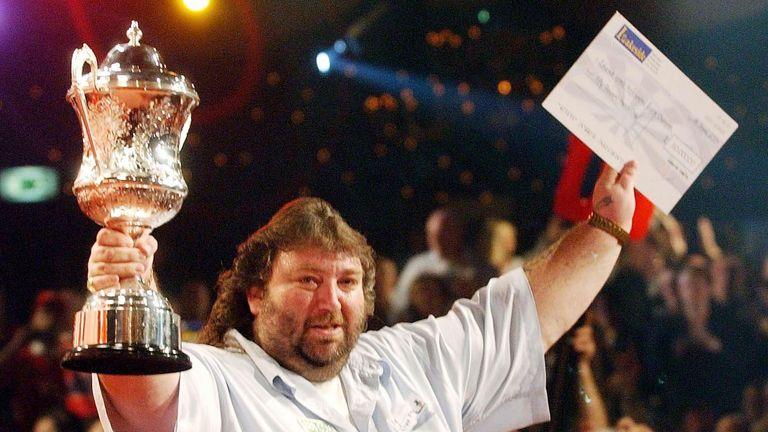 Fordham ganó el Campeonato Mundial de BDO 2004 con la victoria sobre Mervyn King