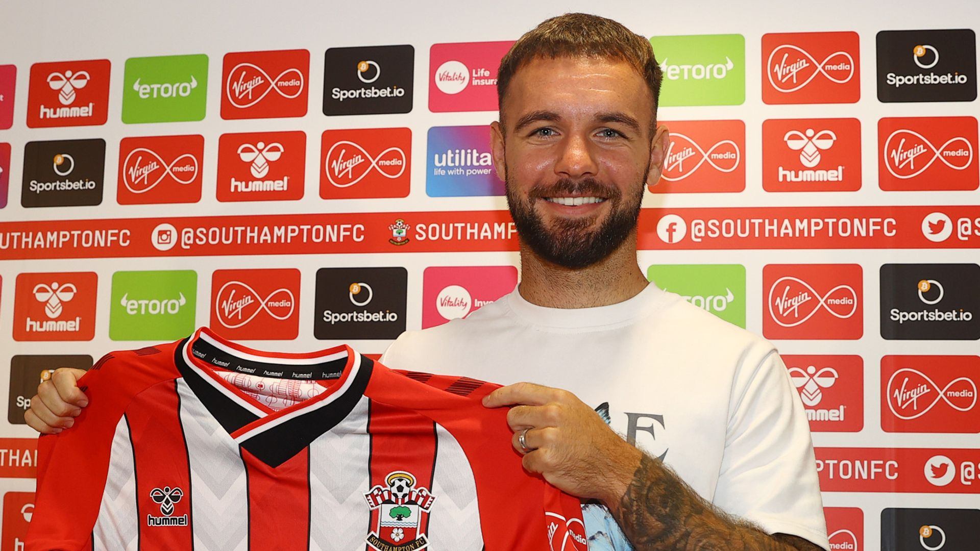 Southampton sign Armstrong from Blackburn