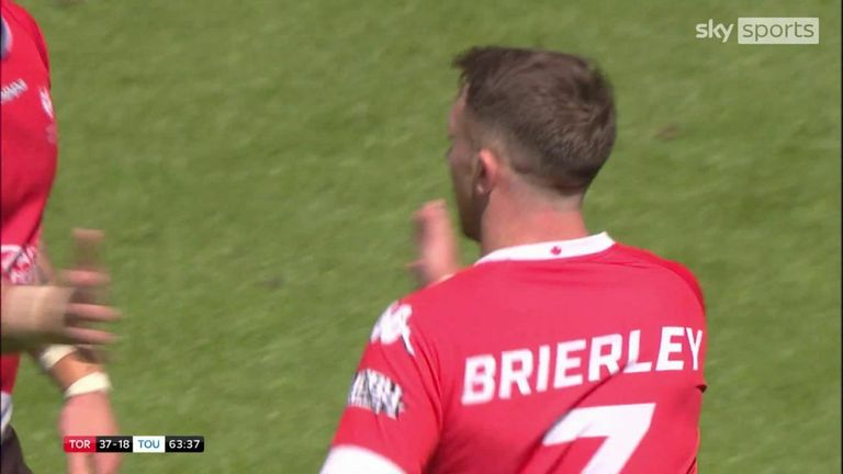 Ryan Brierley somehow managed to squeeze over this bizarre drop goal in Toronto Wolfpack's win over Toulouse Olympique at Magic Weekend 2018.
