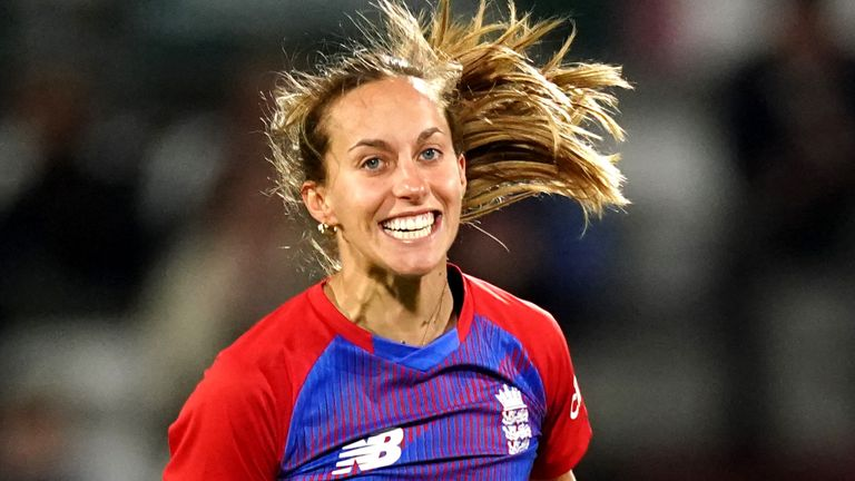 Tash Farrant announced her return to England's set-up with an impressivewicket-maiden in her first over against New Zealand