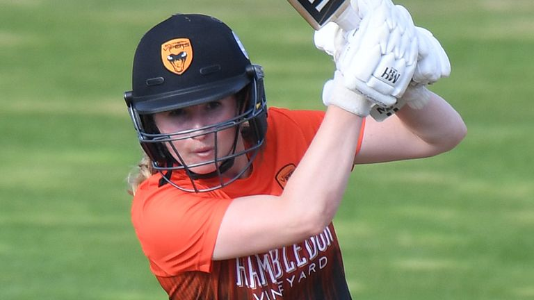 Emily Windsor hit an unbeaten 47 as Southern Vipers beat Northern Diamonds by three wickets in Northampton