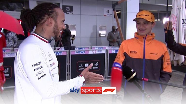 Lewis Hamilton et Lando Norris ont uni leurs forces au milieu d'un entretien après leur bataille dramatique qui a abouti à la 100e victoire en carrière de Hamilton.