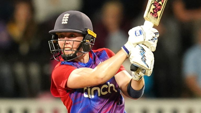 Knight made a winning return to the fold on her 200th England appearance