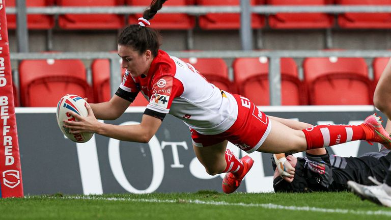 Leah Burke grabbed a hat-trick for St Helens in their win over Castleford
