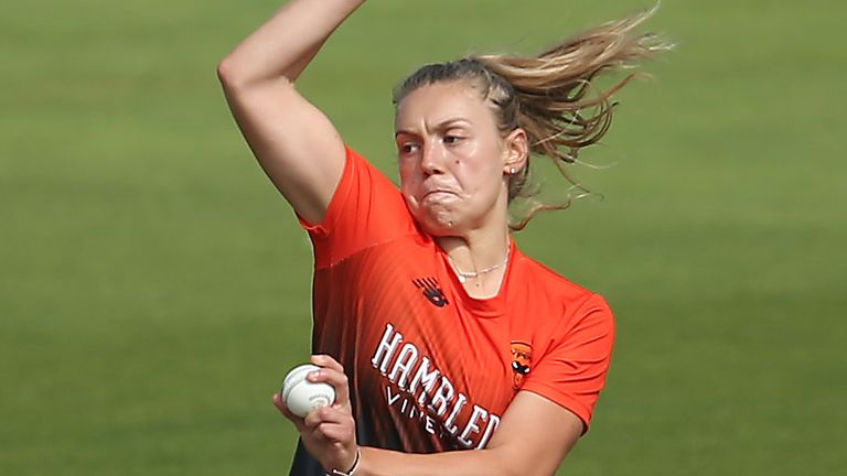 Tara Norris recorded brilliant figures of 4-14 from 7.5 overs to inspire Vipers to victory over Thunder