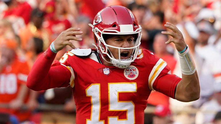 Patrick Mahomes unleashes a monstrous deep ball to Tyreek Hill for a 75-yard touchdown!