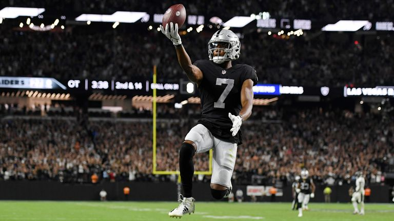 Las Vegas Raiders quarterback Derek Carr beats the Baltimore Ravens' zero blitz attempt for a 31-yard walk-off winning touchdown in overtime.