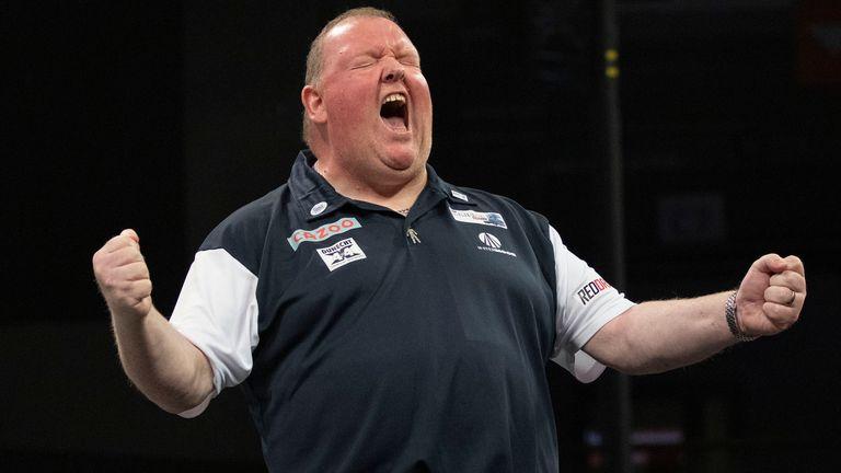 De Schot John Henderson is uitgenodigd om later deze maand deel te nemen aan de finale van de World Darts Championships in Amsterdam.